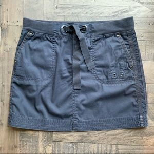 GAP SKIRT WITH TONE ON TONE DESIGN